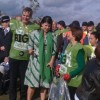 Kirstie Allsopp helps clean up Croydon