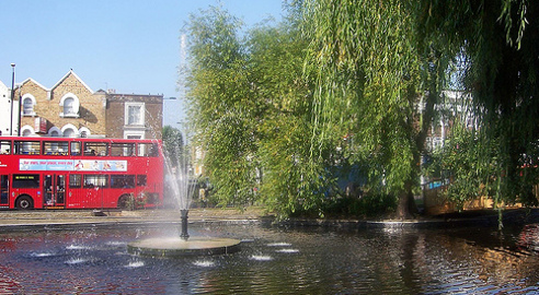 Some water spraying into Clapton pond. Photo: Sarflondondunc