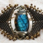 Handamde braclet with healing crystal