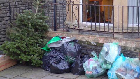 http://www.eastlondonlines.co.uk/ell_wp/wp-content/uploads/2012/12/Christmas-Rubbish1.jpg
