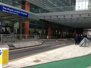 Police barriers at Stepney Way entrance. Pic: Nazim Ahmad