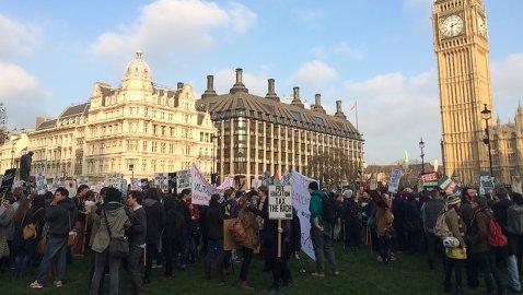 Students gathered outside Parliament. Pic: Kate Ng