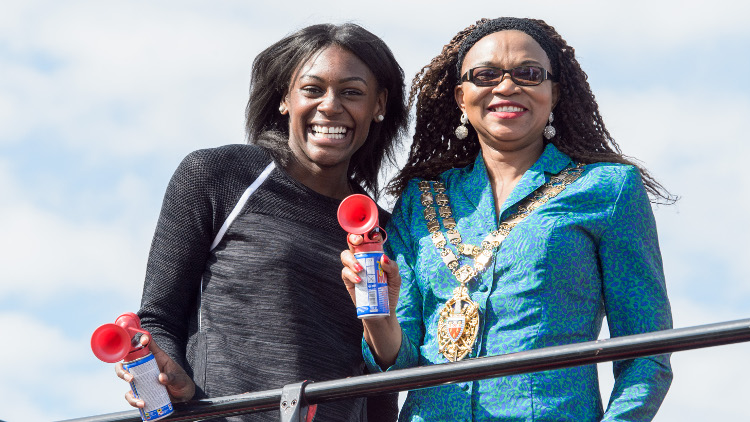 Perri Shakes Drayton and Speaker of Hackney Council Cllr Sade Etti sounding the klaxon for the start of the race! Pic: Vitality Run Hackney