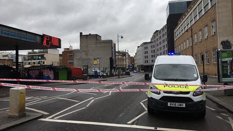 Police securing Shoreditch High Street. Pic: Alexander Savin (Twitter)