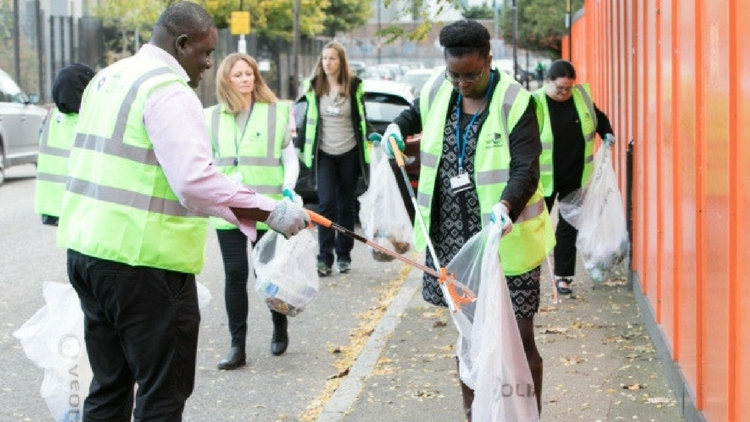 Volunteers picking up litter from Tower Hamlets' streets during the December Clean Up. Pic: Tower Hamlets council