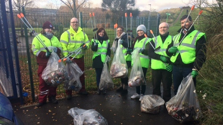 Volunteers from the December Clean Up in Mile End. Pic: Tower Hamlets council