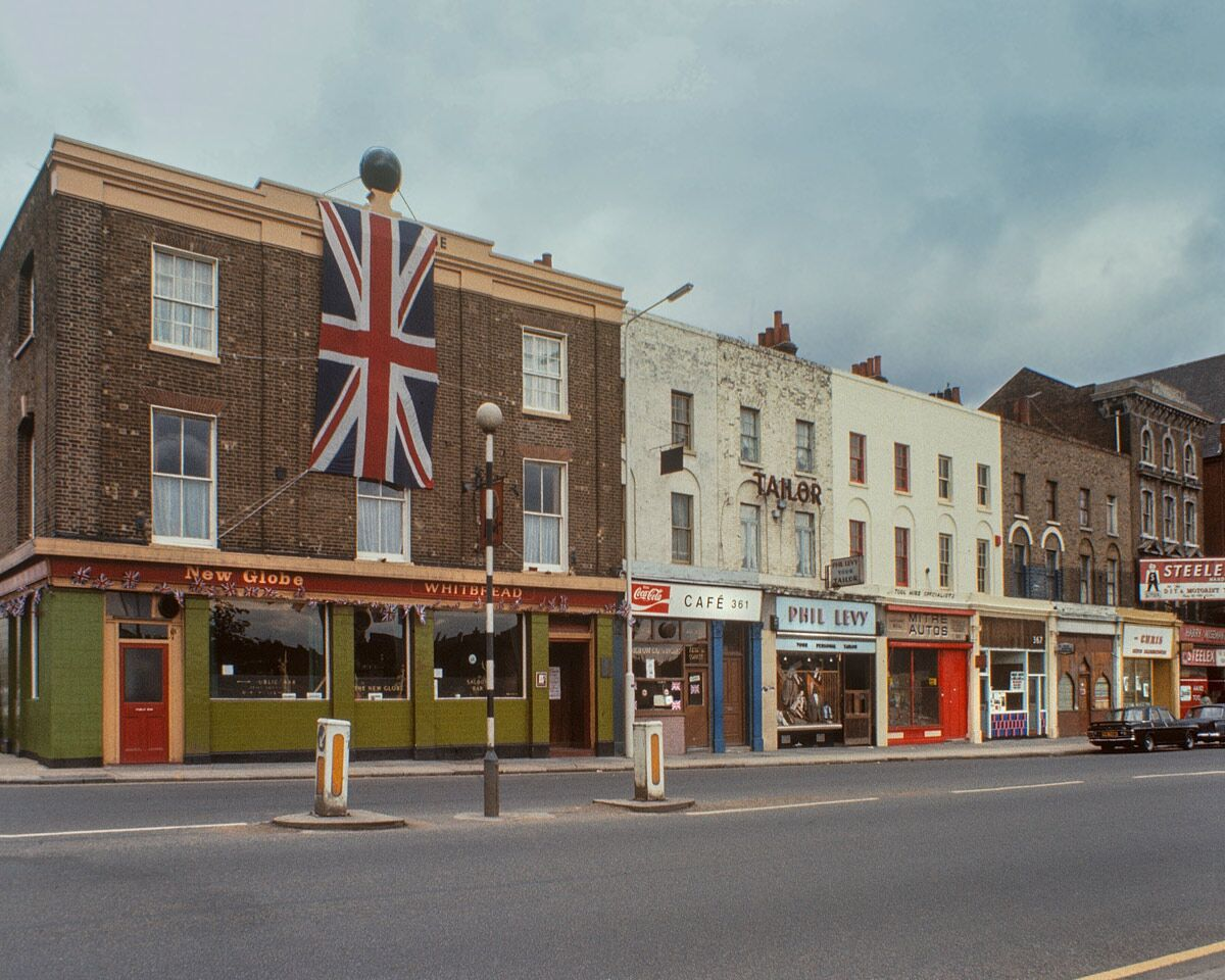 Mile End Road, 1977. Pic: Hoxton Mini Press