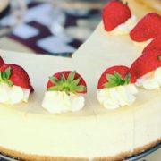 A yummy vanilla cheesecake.