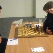 Yang Fan Zhou playing chess